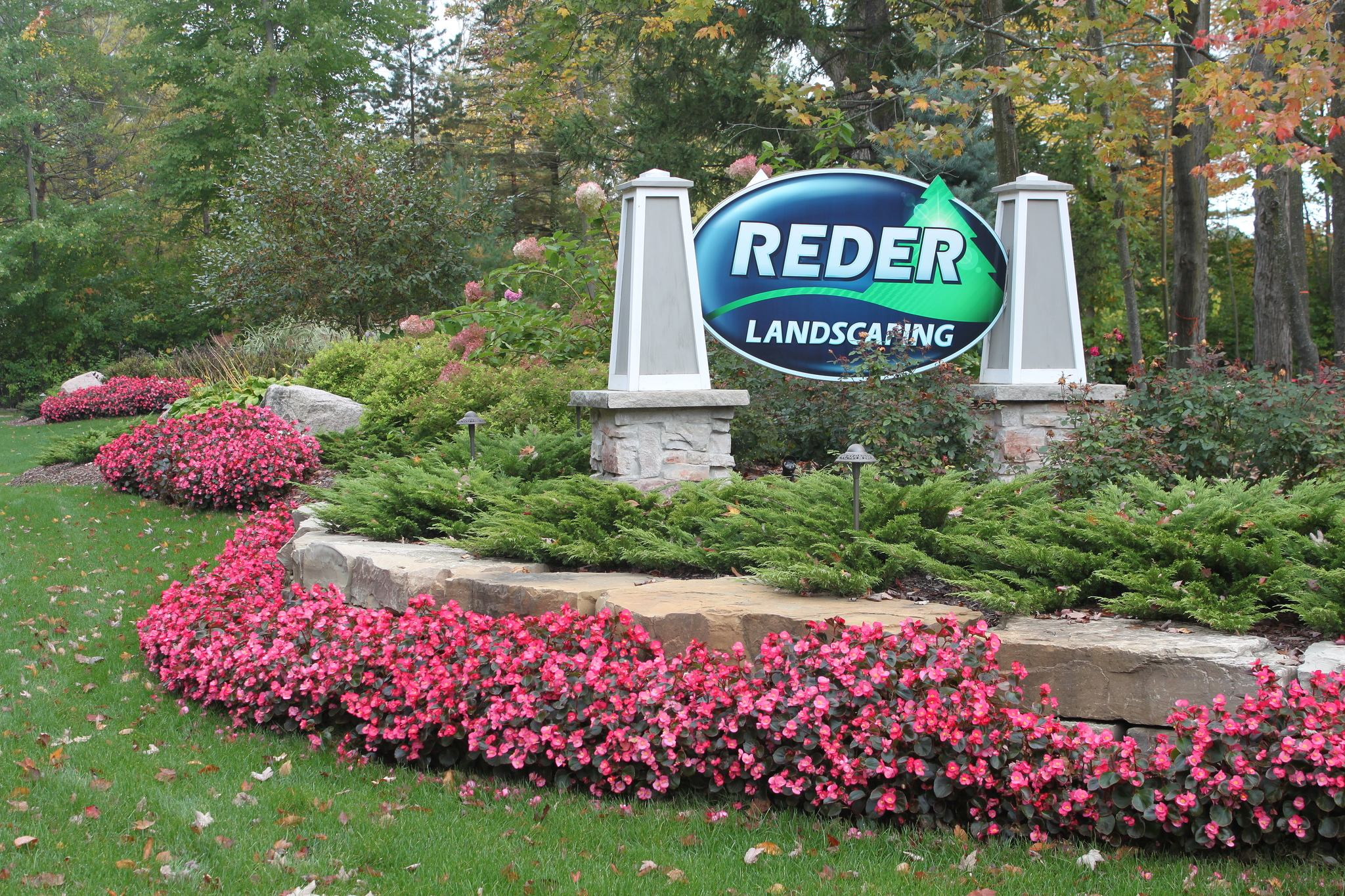 Benefits of a Fall Cleanup from Reder!